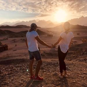 Sonnenuntergang in der ägyptischen Wüste
