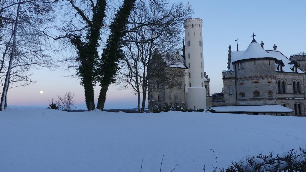Schloss Lichtenstein mit Julmond